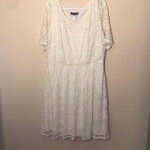 paper doll Cream Lace Short Sleeve Plus Size Dress